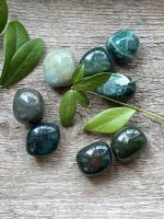 Chalcedony, green tumbled 20-30mm AA